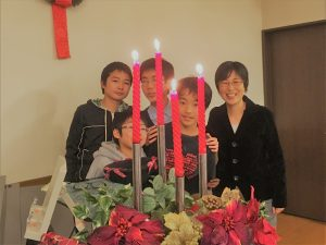 息子&甥っ子たち(中学生組)と、イブ礼拝の後で